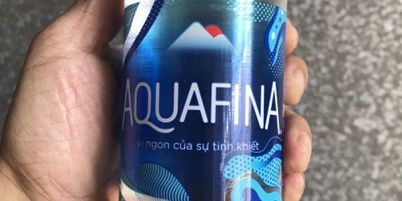 Chai nước Aquafina xịn có chữ in đầy đủ, rõ ràng